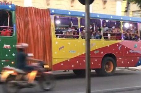 """VÍDEO: Em plena pandemia, """"trenzinho da alegria"""" circula com crianças no sertão da PB"""