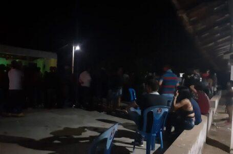 Polícia Militar acaba festa clandestina com cerca de 200 pessoas no sertão paraibano