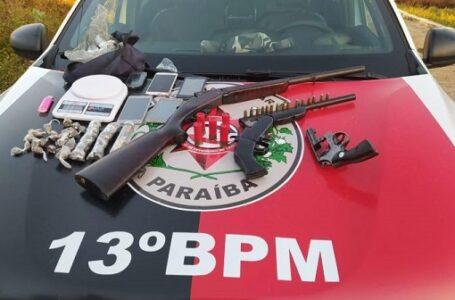 Polícia prende três pessoas e apreende armas e drogas em operação na cidade de Itaporanga