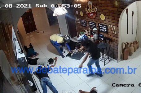 Assaltantes armados fazem vítimas de reféns e praticam roubo dentro de restaurante em cidade do sertão paraibano
