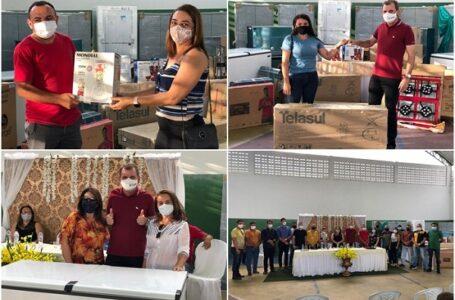 SÃO JOSÉ DE PIRANHAS: Prefeito Chico Mendes entrega equipamentos, eletrodomésticos e eletroeletrônicos para as escolas da rede municipal de ensino
