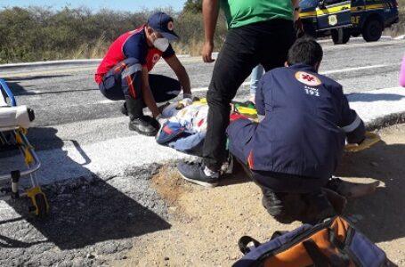 Colisão entre moto e veículo da secretaria de saúde de Itaporanga deixa jovem ferida na BR 361 na manhã desta sexta-feira (03)